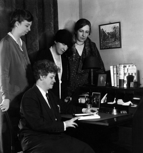 Eleanor Roosevelt And Other Political Women Who Published The 'Women'S Democratic News.' 1929. L-R Eleanor Roosevelt With Nancy Cook History - Item # VAREVCHISL035EC332