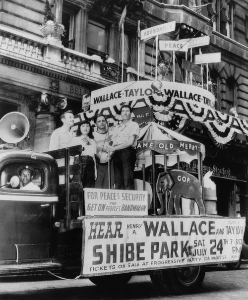 Us Elections. Supporters Of Progressive Party Presidential Candidate Henry A. Wallace And Running Mate Glen H. Taylor At The Progressive Party National Convention In Phildelphia History ( x - Item # VAREVCPBDHEWAEC001