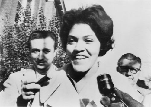 Charlayne Hunter Smiles To Reporters As She Becomes The First African-American Women To Attend The University Of Georgia History - Item # VAREVCHISL006EC233