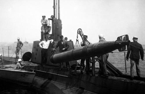 U.S. Submariners Hoisting A Torpedo. World War I Era Enrique Muller Phoro Ca. 1918. History - Item # VAREVCHISL034EC636