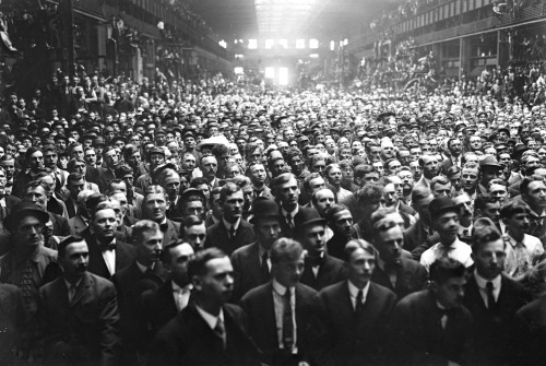 A Crowd Of Allis Chalmers Workers Waiting To Hear A Campaign Speech By William Howard Taft During His Successful Campaign For The Us Presidency In 1908. History - Item # VAREVCHISL002EC023