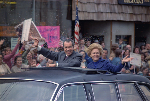 Nixon 1972 Re-Election Campaign. President And Pat Nixon Wave From The Sun Roof Of Their Limousine In A Motorcade Through New Rochelle N.Y. Oct. 24 1972. History - Item # VAREVCHISL032EC145