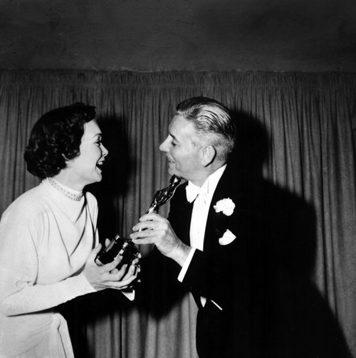 1949 1947 Best Actor Ronald Colman [A Double Life] Presents Current [1948] Best Actress Jane Wyman [Johnny Belinda] With Her Statuette History - Item # VAREVCSBDOSPIEC122
