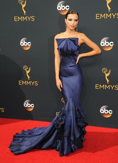 Emily Ratajkowski At Arrivals For The 68Th Annual Primetime Emmy Awards 2016 - Arrivals 1, Microsoft Theater, Los Angeles, Ca September 18, 2016. Photo By Elizabeth GoodenoughEverett Collection Celebrity ( x - Item # VAREVC1618S07UH114