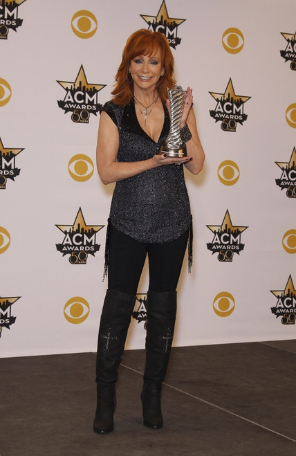 Reba Mcentire In The Press Room For 50Th Academy Of Country Music Awards 2015 - Press Room, Arlington Convention Center, Arlington, Tx April 19, 2015. Photo By MoraEverett Collection Celebrity - Item # VAREVC1519A21YE006