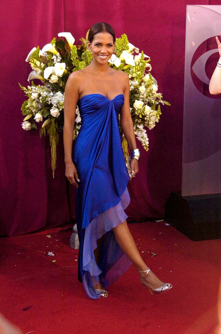 Halle Berry At Arrivals For 57Th Annual Primetime Emmy Awards, The Shrine Auditorium, Los Angeles, Ca, September 18, 2005. Photo By Dee CerconeEverett Collection Celebrity - Item # VAREVC0518SPDDX068