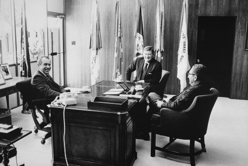 Richard Nixon And Henry Kissinger Meeting With John Wayne. Nixon Appreciated John Wayne''S Support Of His Vi Etnam Policy And Was A Fan Of His 1968 Movie The Green Bere Ts. Ca. 1969-74. Ts. Ca. 1969-74. Ts. Ca. 1969-74. History - Item # VAREVCHISL032