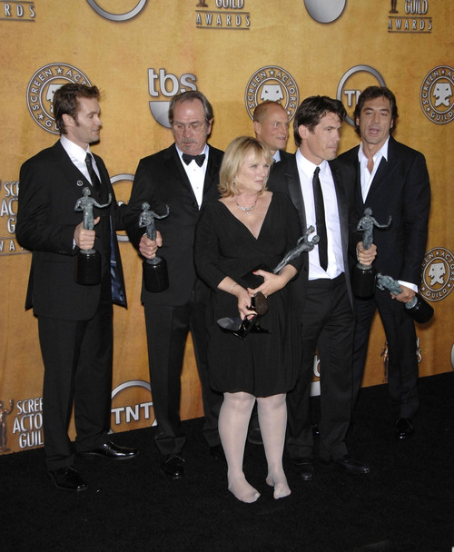 No Country For Old Men Cast At Arrivals For Press Room - 44Th Annual Screen Actors Guild Awards, The Shrine Auditorium & Exposition Center, Los Angeles, Ca, January 27, 2008. Photo By Michael GermanaEverett Collection Celebrity - Item # VAREVC0827JAB