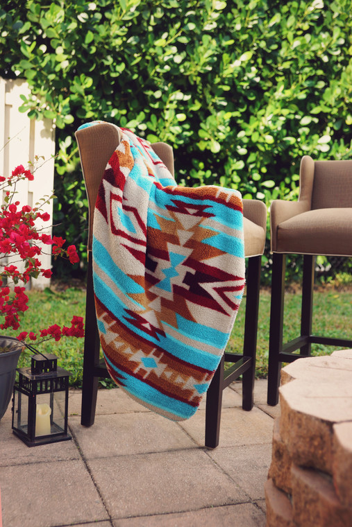 PRINTED SHERPA THROW TURQUOISE ARROWS