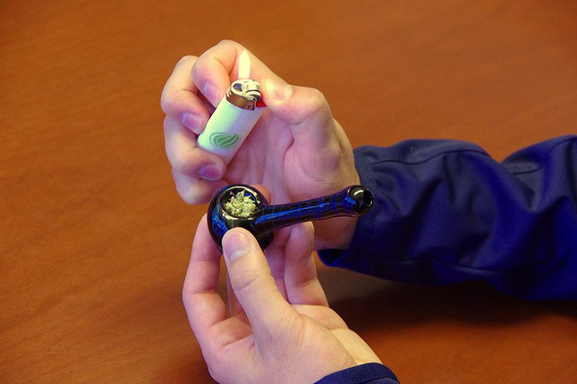 HOW-TO: Grind Flower and Load Your Pipe