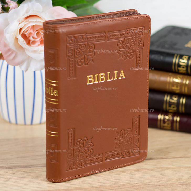 BIBLIA cu fermoar - piele / format mijlociu / Maro caramiziu