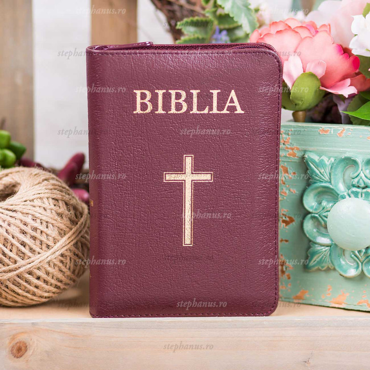 Biblia mica / Piele Fermoar Visiniu / aurita cu index 043