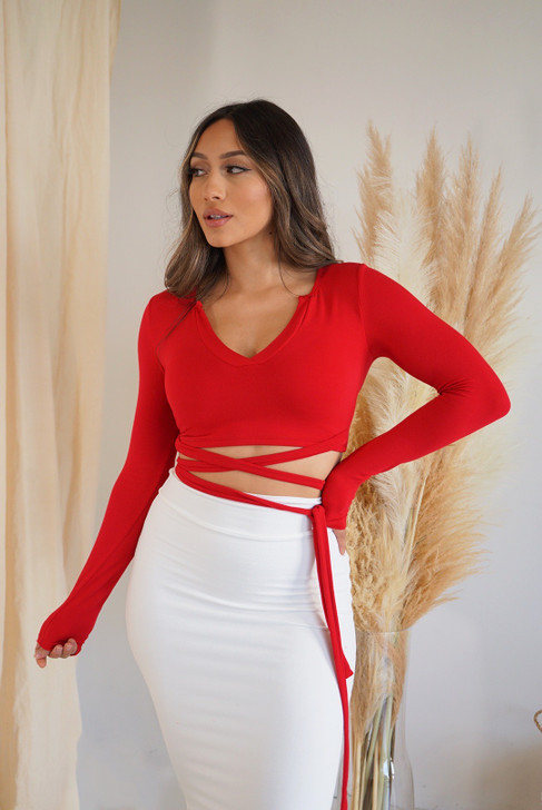 KIMMY CROPPED TIE V - NECK TOP - RED