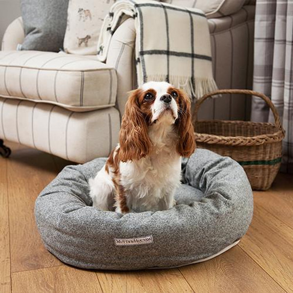 Mutts & Hounds Stoneham Tweed Donut Bed