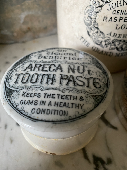 Areca nut toothpaste pot