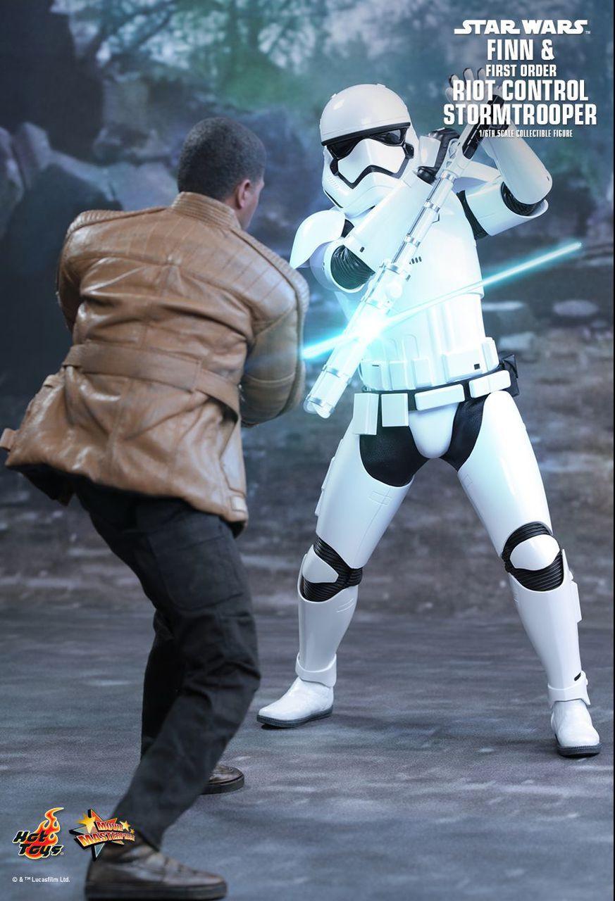 MMS346 Star Wars Finn & Riot Stormtrooper 2