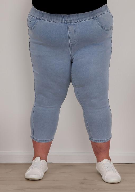 Plus Size Pull On Vintage Blue Denim Capris