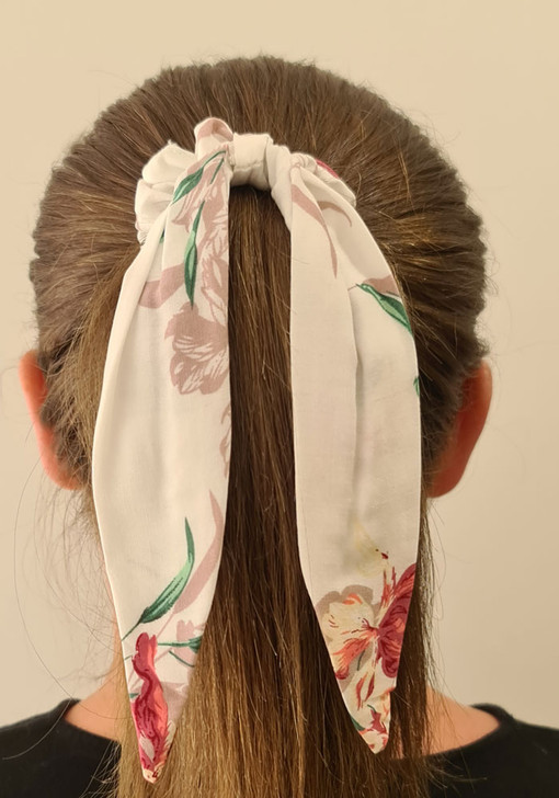 White Pinks Scrunchie With Tail