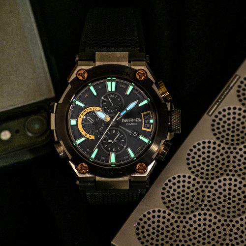 G-Shock MR-G Connected Solar Black Silver (MRGG2000R-1A) lume