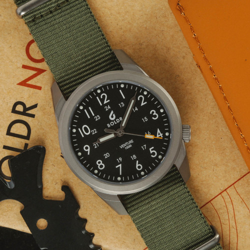 Boldr Venture Jungle Green (BD-VEN-JG) titanium field watch  flat