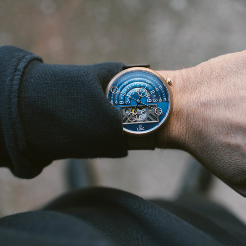 Xeric Halograph II Automatic Bronze Blue Limited Edition (HGA-9977-06L) wrist