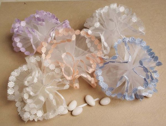 Organza Round Large Daisy Edge Tulle  25 pc bag