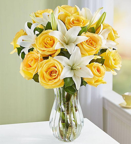 Gathering of 12 yellow roses and 3 white lilies