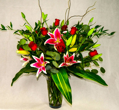 Put the stars in her eyes with this large stargazer and rose bouquet with premium greenery! This beautiful and fragrant arrangement will not soon be forgotten!