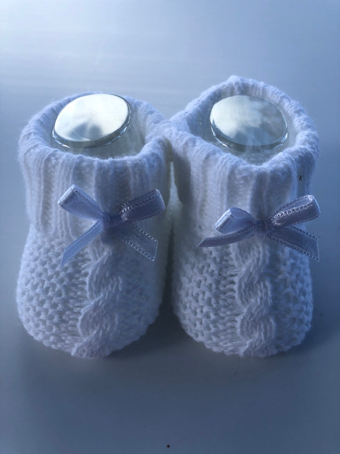 Knitted bootees White
