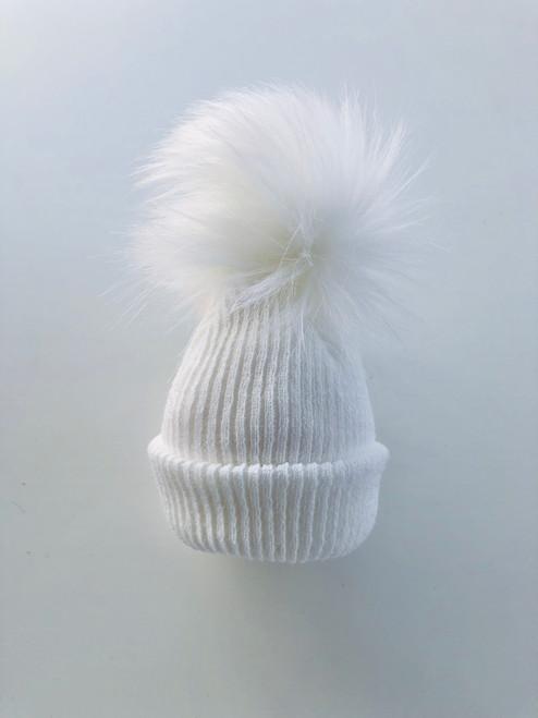 Fur pom-pom hat white