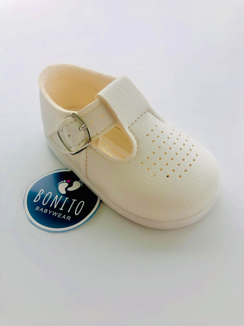 Baypod holes shoe white