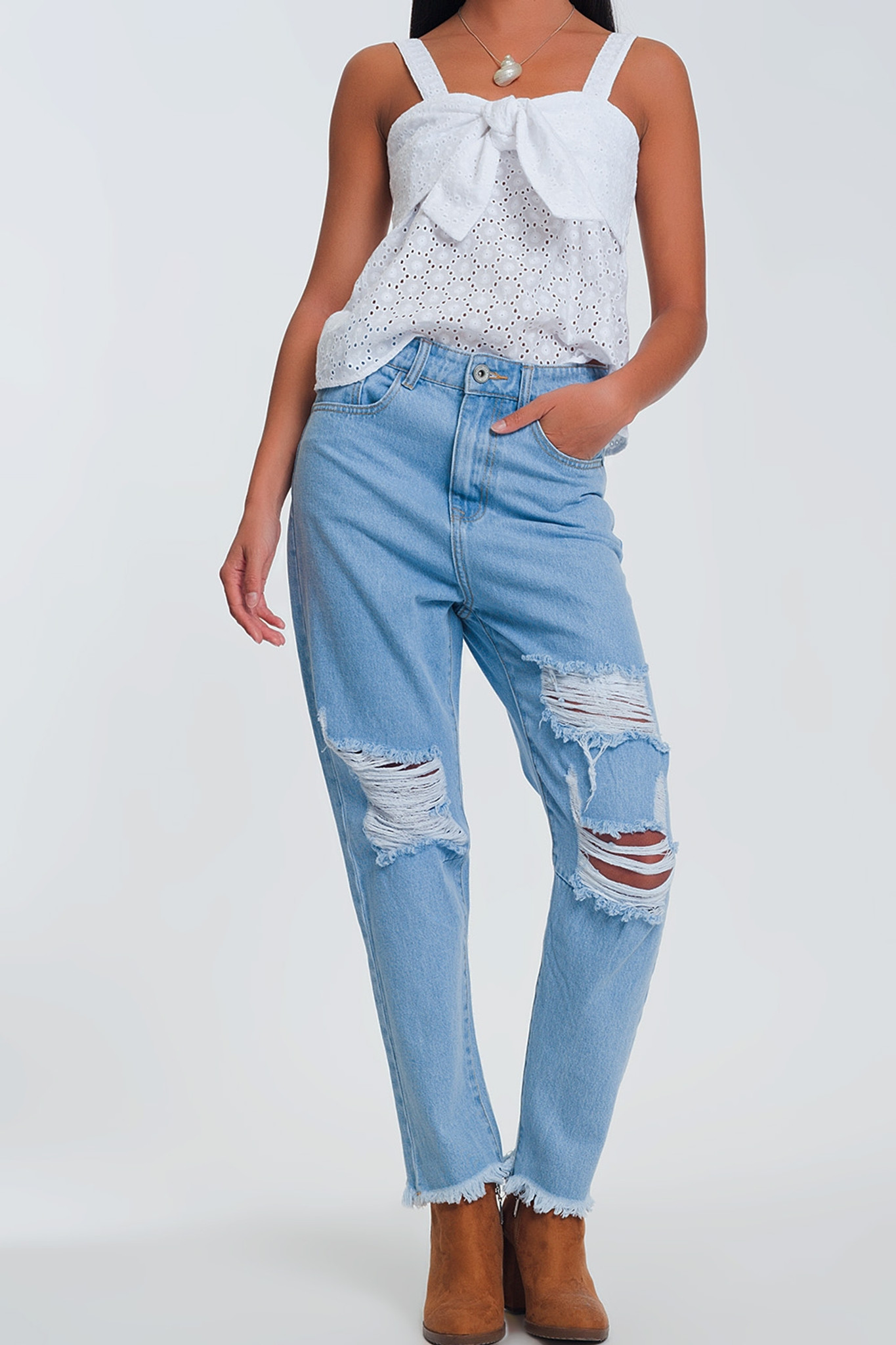 HIGH WAIST JEANS WITH BUSTED KNEES