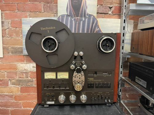 """Technics RS 1500 10"""" Reel to Reel, with Nabs, Spacers and 1 Technics metal reel"""