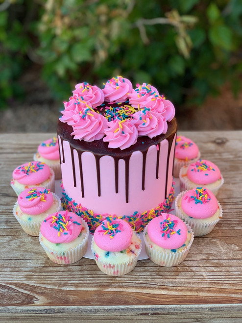 Drip Cake and Cupcake Special