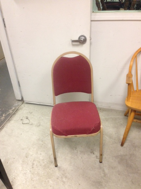 STACKABLE BROWN FRAME RED SEAT