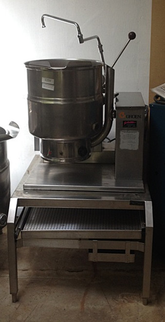 """Used-Groen Kettle, natural gas, table top with stand and faucet, 40-quart capacity, 2/3 jacket, 304 stainless steel liner, hand tilt, support console on right, stainless steel construction, 50 PSI, 52,000 BTU, 30""""W x 53""""H x 37""""D, NSF, ASME, CSA"""