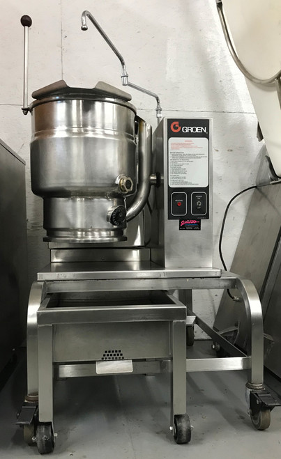 Kettle, gas, table top, 20 quart capacity, 2/3 jacket, 304 stainless steel liner, hand tilt, support console on right, stainless steel construction, 50 PSI, 0 - 2000' elevation, 31,000 BTU, cCSAus, NSF, Made in USA Has optional stand, hinged faucet, tray with drain, tray for hotel pans. NB.