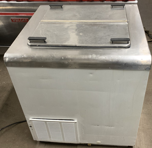 """Ice Cream Storage/Dipping Cabinet, 7.6 cu. ft., 30-5/8"""" W, includes floor drain, self-contained refrigeration, white enamel exterior, galvanized interior, seamless stainless steel top and flip lids, (5) can display & (2) can storage capacity, leveling legs, 1/4 HP, 115v/60/1-ph, 5.7 amps, NEMA 5-15P, UL, cUL, NSF"""