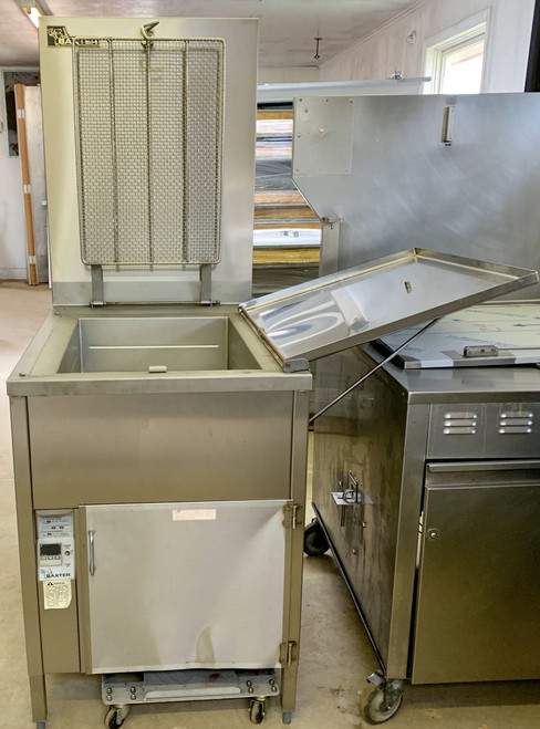 OLD STOCK NEVER USED BAXTER DONUT FRYER WITH FILTRATION  SP1555G-M1826 -NATURAL GAS-80,000 BTU'S - 120V - 60HZ - 1 PH