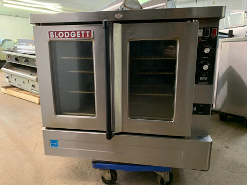 "BLODGETT Convection Oven, natural gas, single deck, standard depth, capacity (5) 18"" x 26"" pans, stainless steel doors, dual pane thermal glass windows, (5) stainless steel racks and (11) rack positions, chrome plated door handle, (SSM) solid state manual controls, cooling fan, porcelain cavity, lights, full angle iron frame, stainless steel construction, 25"" stainless steel legs, 45,000 BTU, 3/4 hp blower, cETLus, NSF, ENERGY STAR"