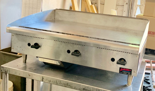"Star-Max® Heavy Duty Griddle, gas, countertop, 36"" W x 21"" D cooking surface, 1"" thick polished steel griddle plate, manual controls every 12"", heavy duty knobs, wrap-around stainless steel splash guard, grease trough & stainless steel drawer, welded steel frame with stainless steel front, 4"" legs, 84,900 BTU, cULus, UL EPH Classified, Made in USA (ships Natural gas includes LP conversion kit)"