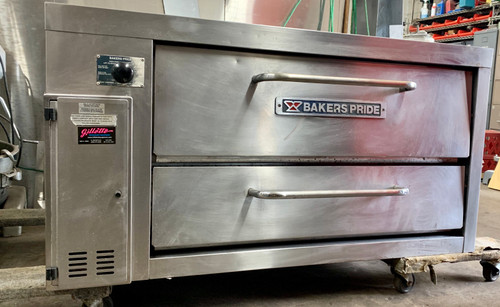 "Super Deck Series Pizza Deck Oven, gas, shallow depth, 36""W x 24-1/2""D  bake deck, (1) 8"" high deck (1) chamber, throttling thermostat range 300°F - 650°F, stainless steel exterior, 30"" painted legs, 48,000 BTU, CE, NSF, CSA Star, CSA Flame"