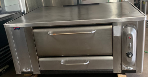 "BLODGETT MODEL 1000 PIZZA OVEN, STONE DECK.  120,000 BTU, DOUBLE BURNER.  60"" X 46 1/2"" OVERALL DIMENSION.  DECK SIZE 47 1/4 X 37"" X 10""HIGH. NATURAL GAS.  CAN BE CONVERTED TO LP FOR ADDITIONAL FEE."