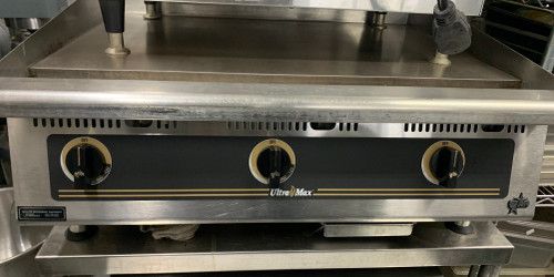 "USED STAR Griddle, countertop, propane gas, 36"" W x 24"" D cooking surface, 150° - 550° F embedded mechanical snap-action thermostat every 12"", 4-3/8"" tapered wrap-around splash guard, 3-1/2"" front grease trough, heavy-duty metal knobs, standing pilot, welded steel frame with stainless steel exterior, 4"" stainless steel legs, cULus, UL EPH"