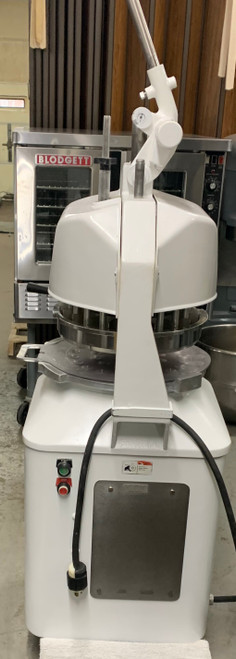 USED Dutchess Dough Divider/Rounder, semi-automatic white powder coat finish, 3/4 HP, 10 amps, NSF, USDA, UL, cUL (Total capacity: 1 oz up to 18 oz total capacity with 36, 18, 9 part dividers).