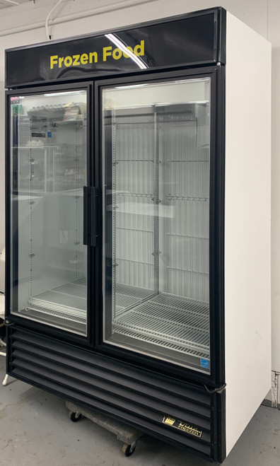 TRUE GDM-49F 2 DOOR MERCHANDISER FREEZER (JBT349)