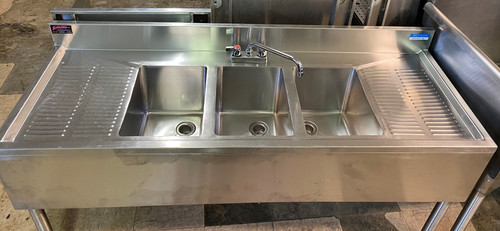 3 BAY SINGLE FAUCET SINK WITH 2 DRAINBOARDS