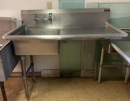 SOILED UNDERCOUNTER DISH MACHINE DISHTABLE LEFT TO RIGHT