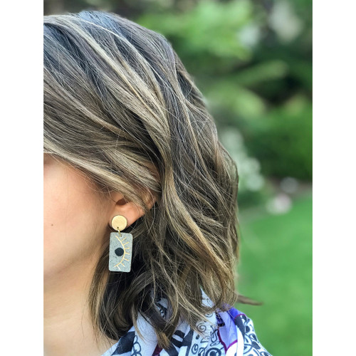 Winking eyes earrings