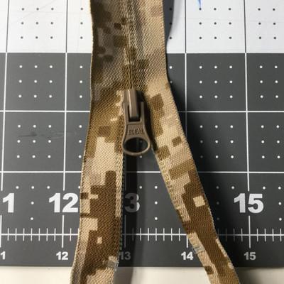 26 Inch Separating Jacket Zipper   Digital Desert Camouflage, Single Pull  